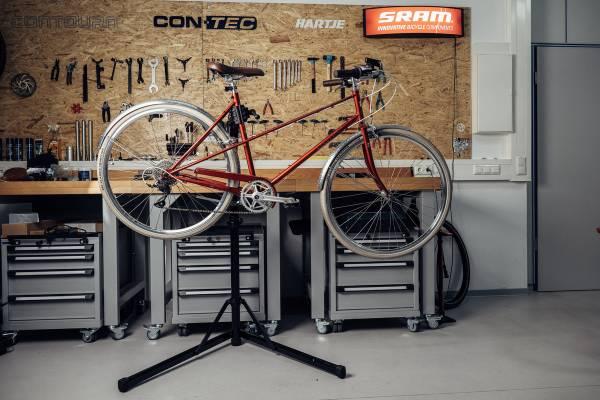 Excelsior-Fahrrad-in-einem-Contec-Rock-Steady-Montagestander