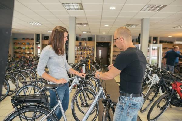 moglicher-Aufmacher-Handler-Beratung-FahrradgeschaftcpnGio3zXEoEU