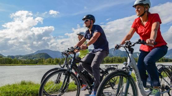 titelbild-blog-e-bike-radlergruppe-bergepanorama