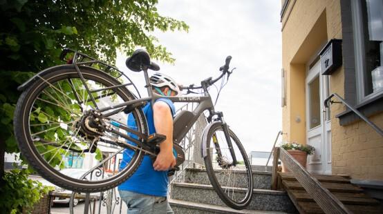 E-Bike_schultern