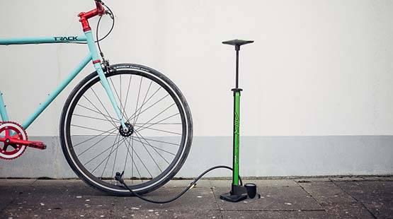 fahrrad-mit-standpumpe